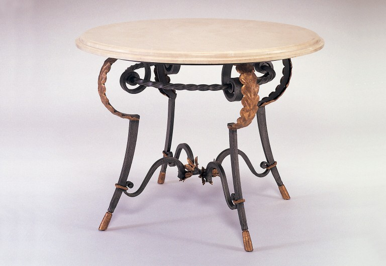 Piéd Dining Table