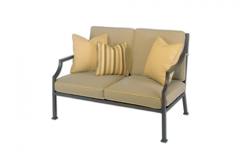 Legacy Loveseat